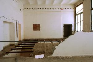 Im Zuge der Abrissarbeiten wurden im ersten Obergeschoss Deckenfelder entfernt