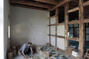 Verlegung der Zementmosaikplatten im Essbereich<br />