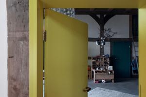 Neue Innentür mit Bohlenzarge in der alten Fachwerkwand<br />
