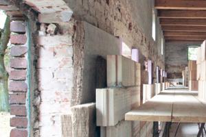 Der Wirtschaftsteil wurde von innen mit Mineralwolle gedämmt, die zwischen der alten Backsteinaußenwand und einer neuen Innenschale sitzt