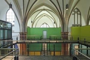 Wohnen in der Herz-Jesu-Kirche – Bestand weiß, Neubauteile bunt