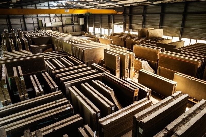 Größter Lehmbau Europas Stampflehmbau nach Plänen von Herzog