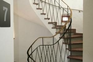 Denkmalgeschütztes Treppenhaus aus den 1950er Jahren<br />