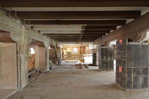 Schutz der Sandsteinsäulen und Sanierung der Deckenbalken aus Stahlbeton