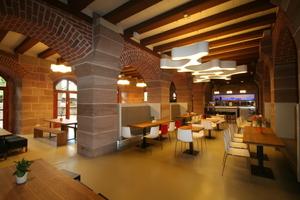 Weiterer Teil des Speisesaals im Erdgeschoss<br />