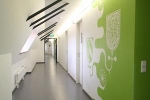 Wandgestaltung in Schablonentechnik mit QR-Code im DachgeschossFoto: Thomas Wieckhorst