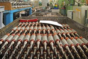 Große Fertigungstiefe: Alle wichtigen Komponenten wie beispielsweise die Motoren – hier im Bild die Anker für die Motoren der Giraffe – werden im eigenen Werk hergestellt<br />
