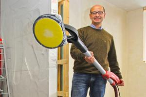 Flex Geschäftsführer Andreas Ditsche ist vom Bedienkomfort der neuen Giraffe begeistert<br />