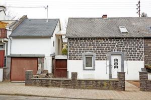 Die Doppelhaushälfte des Kottenheimer Grubenarbeiterhauses vor Beginn der Sanierungs- und Umbauarbeiten