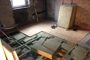 Der Erdgeschossfußboden wurde zum Gewölbekeller hin mit Steinwolle gedämmt<br />