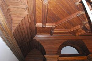 Restaurierte historische Holzdecke