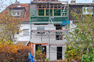 Das Dach erhielt zur Gartenseite eine geschosshohe Gaube mit Panoramafenstern<br />Foto: Björn Martenson