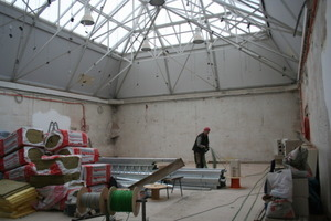 Der Lichthof wird für die Installation von John Cage vorbereitet<br />