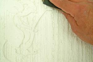 Überstehende Kanten kann man durch leichtes Schleifen mit einem Schleifpapier mit 120er Körnung  abgerundet
