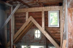 Umbau und Vorbereitung der Innendämmarbeiten im Giebel der Eingangshalle<br />