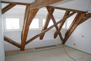 Rechts: Blick ins Dachgeschoss nach Abschluss der Trockenbauarbeiten Fotos: Merkel Trockenbau / Dirk Raffegerst / Oliver Reiss / Saint-Gobain Rigips