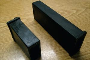 Elastomer-Auflager 55/25 zum Einstemmen in die Wand sind in einer Länge von 80 und 160mm erhältlich. Die Wirksamkeit eines solchen Auflagers ist allerdings nicht unabhängig geprüft und sehr von der Einbausituation und der Qualität der Ausführung abhängig