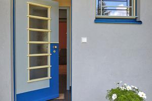 Hauseingangstür im Stil des Neuen Bauens