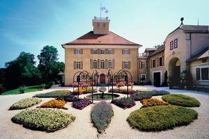 Schloss Fachsenfeld in Aalen beherbergt viele Kunstschätze. Fachverarbeiter der Dittmar GmbH dichteten das Blechdach des Südflügels ab<br />