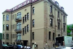 Bei der energetischen Sanierung eines Wohnhauses in Stuttgart kam vor allem wegen der denkmalgeschützten Sandsteinfassade nur eine Innendämmung in Frage<br />