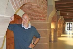 Thomas Wieckhorst, Chefredakteur der bauhandwerk, in dem zur Jugendherberge umgebauten ehemaligen Kornhaus der Nürnberger Kaiserburg (ab Seite 16)<br />Foto: Tobias Hülswitt<br />Kontakt: 05241/801040, thomas.wieckhorst@bauverlag.de