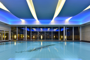"""Die Decke im Schwimmbad des FitnessCenters Elan in Hildesheim soll das Wellenbild des Wassers spiegeln<span class=""""bildnachweis"""">Foto: Fermacell</span>"""