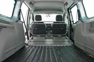 Rechts: Wird die Rückbank vorgeklappt, bietet der Renault eine über 2 m lange Ladefläche<br />