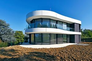 """Mit der bodentiefen Verglasung und den über die gesamte Gebäudebreite laufenden Balkonen verschwindet im """"View"""" in Stuttgart die Grenze zwischen Drinnen und Draußen"""