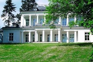 Nach der im vergangenen Jahr abgeschlossenen Sanierung erstrahlt das Goßlerhaus in Blankenese wieder in hellstem Hamburger-Weiß<br />