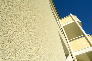Mit hydrophilen Putzen bleibt die Fassade auf natürliche Weise lange schönFotos: Saint-Gobain Weber