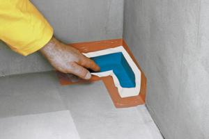 Ecken und Übergänge lassen sich am einfachsten mit vorgefertigten Dichtecken versehen