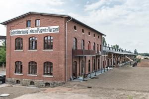Die Haustrennwände errichteten die Handwerker aus Silka Kalksandstein. Der Anschluss an das Bestandsmauerwerk erfolgte mit Edelstahlflachankern