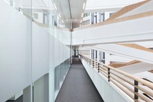 Im Spiegel-Hochhaus bauten die Monteure 4800 m vom Trennwandsystem 2300 ein Foto: Strähle
