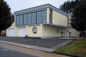 Energetisch saniertes Sichtbetonhaus aus den 1970er Jahren<br />