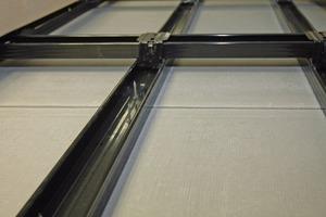 In Schwimm- bädern werden die Bauplatten auf hoch korrosiongeschützte Profile montiert