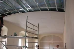 Trockenbauarbeiten an leicht gewölbten Decken im Kloster<br />