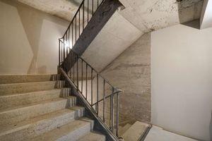Die Betonoberflächen im alten Treppenhaus wurden lediglich sandgestrahlt