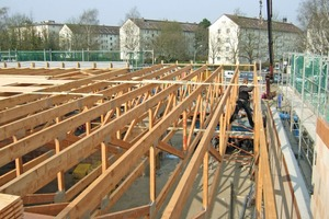 Zentrale Einsatzbereiche für Nagelplattenbinder sind Hallenkonstruktionen und Supermärkte mit großer Grundfläche