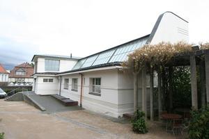Auf der Rückseite des Ernst Ludwig Hauses wird deutlich, das es sich um ein Ateliergebäude handelt<br />