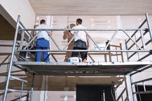 Beim Neubau des Lippe Bades in Lünen verarbeiteten die Mitarbeiter der Okel GmbH zementgebundene Bauplatten, die sie anschließend in der höchsten Qualitätsstufe (Q4) verspachtelten