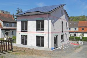 Das Effizienzhaus Plus in Bad Ord wurde aus Porenbetonsteinen gebaut