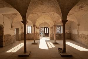 """Die Kreuzgratgewölbe der ehemaligen """"Kuhkapelle"""" mussten statisch untersucht und neu verputzt werden"""