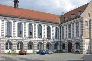 Der Bibliothekshof vor Beginn der Sanierungsarbeiten<br />