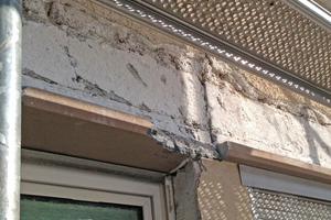 Links: Vor den Dämmarbeiten stemmten die Handwerker die Fensterumrandungen ab