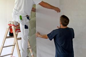 Mit raumhohen Elementen geht die Arbeit für die Handwerker schnell voran<br />Fotos: Jackon Insulation