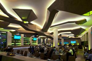 Spektakuläre Deckengestaltung in H´ugo´s Restaurant Lounge und Bar in Stuttgart, für die die Heinrich Schmid GmbH &amp; Co. KG den Weltmeistertitel erhielt<br />