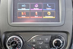 Mitte: Über den 7-Zoll-Touchscreen des Infotainmentsystems hat man alle Funktionen gut im Griff