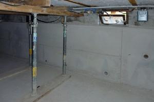 Nachträgliche Abdichtung durch Einbau einer wasserdichten Wanne in den Keller und Ringdrainagen als Einzelhaussicherung zur Gefahrenabwehr bei Grundwasserwiederanstieg<br />Fotos: LMBV<br />