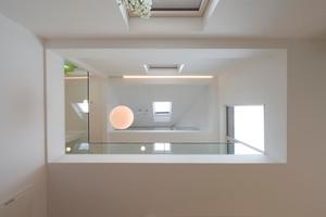 Ein Dachfenster für alle: Am höchsten Punkt zieht verbrauchte, warme Luft aus fast dem ganzen Haus perfekt ab