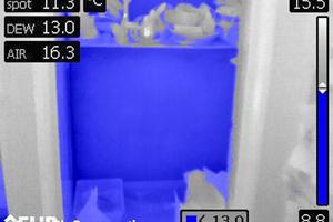 """Messung in Kombination mit über MeterLink angeschlossenem Feuchtemessgerät """"MR77"""". Bereiche mit einer Temperatur nahe und unterhalb des Taupunkts (13°C) werden automatisch blau hervorgehoben"""